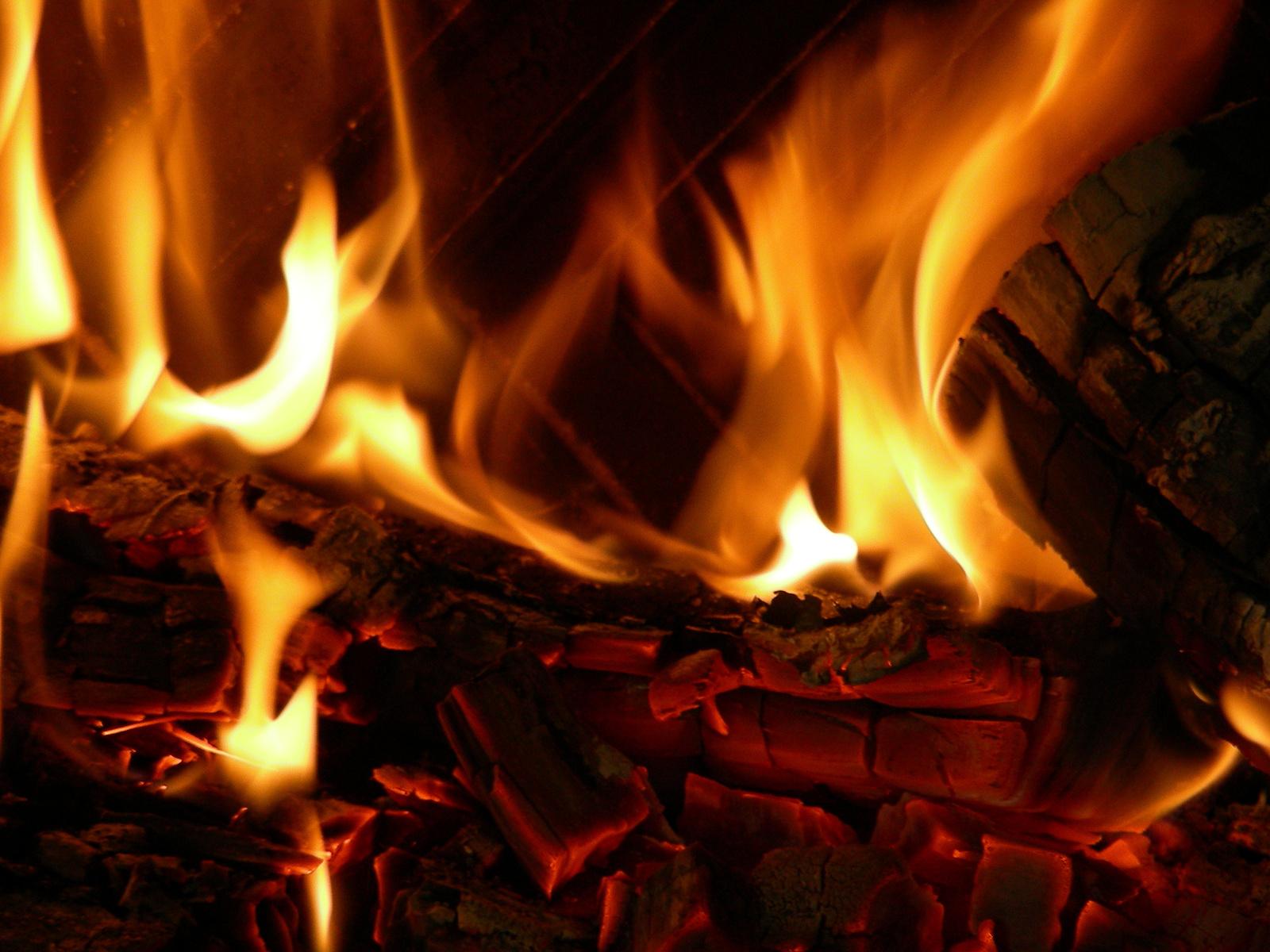 fireplace-1426418-1600x1200